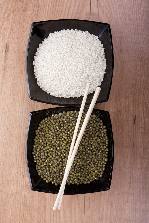 Soja et riz brun image libre de droits