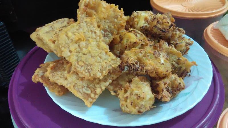 Sojabohne knusperig mit gebratener traditioneller indonesischer Nahrung des Tofus lizenzfreie stockbilder
