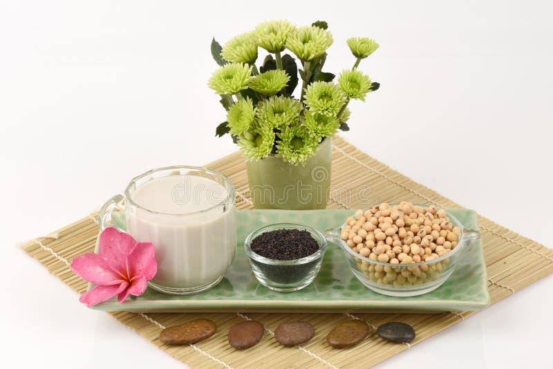 Sojaboonmelk, soja, Zwarte Sesamzaden en Ontkiemde ongepelde rijst (GABA) stock fotografie