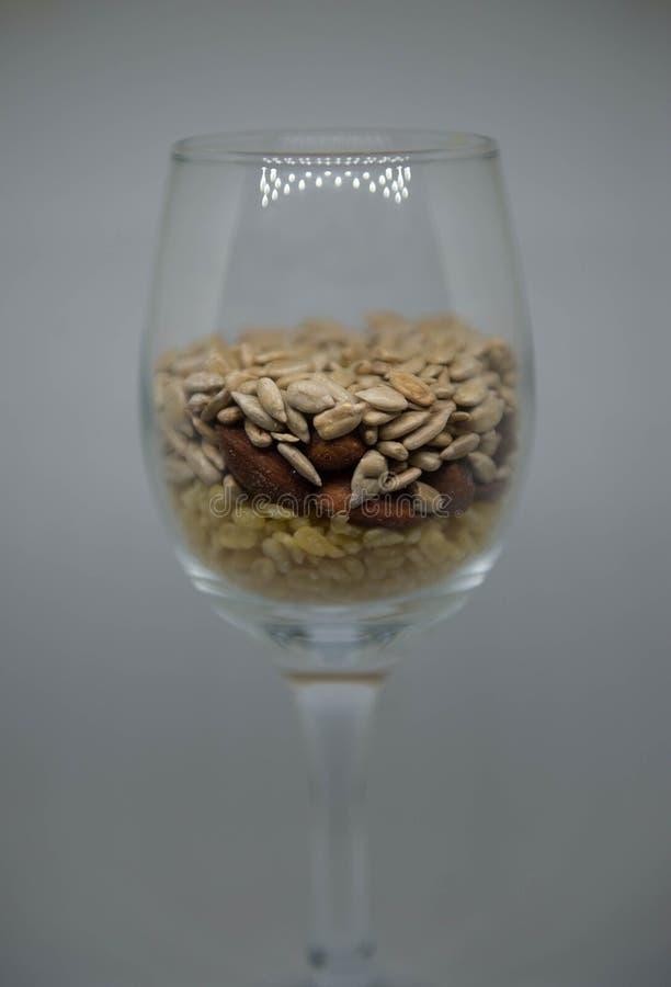 Sojas, almendras, semillas de girasol fotos de archivo