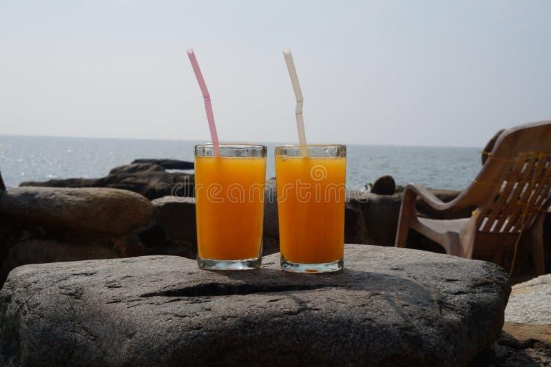 Sok pomarańczowy dla dwa zdjęcia stock