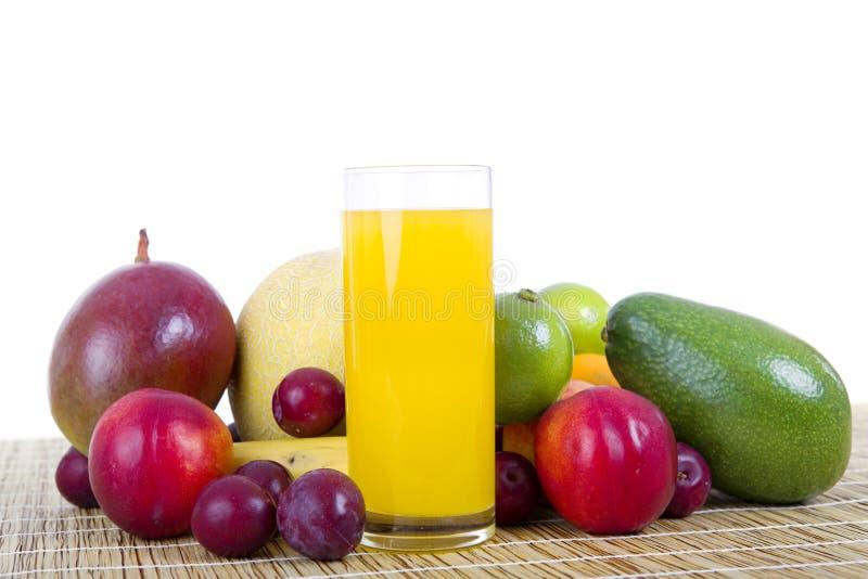 Download Sok z owoców obraz stock. Obraz złożonej z świeży, liść - 57662811