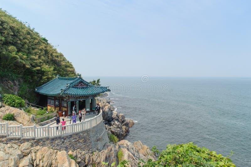 SOKCHO KOREA - JUNI 28, 2011: Hongryeonam på Naksansa royaltyfri fotografi