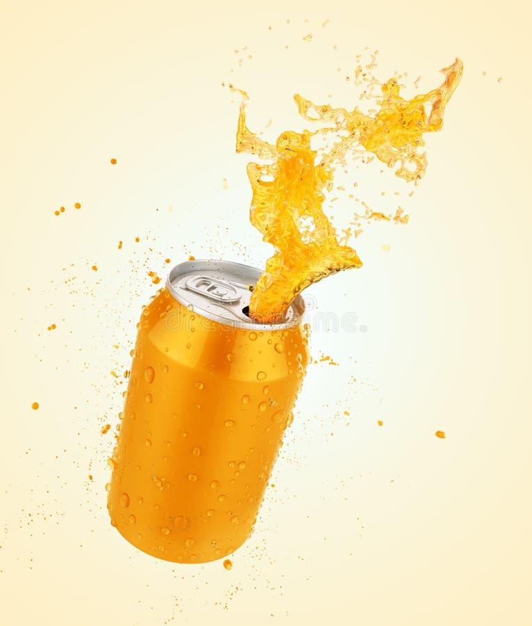 Soku pomarańczowego pluśnięcia puszka, świeży sok lub sodowany pluśnięcie z świeżym wa, zdjęcie stock