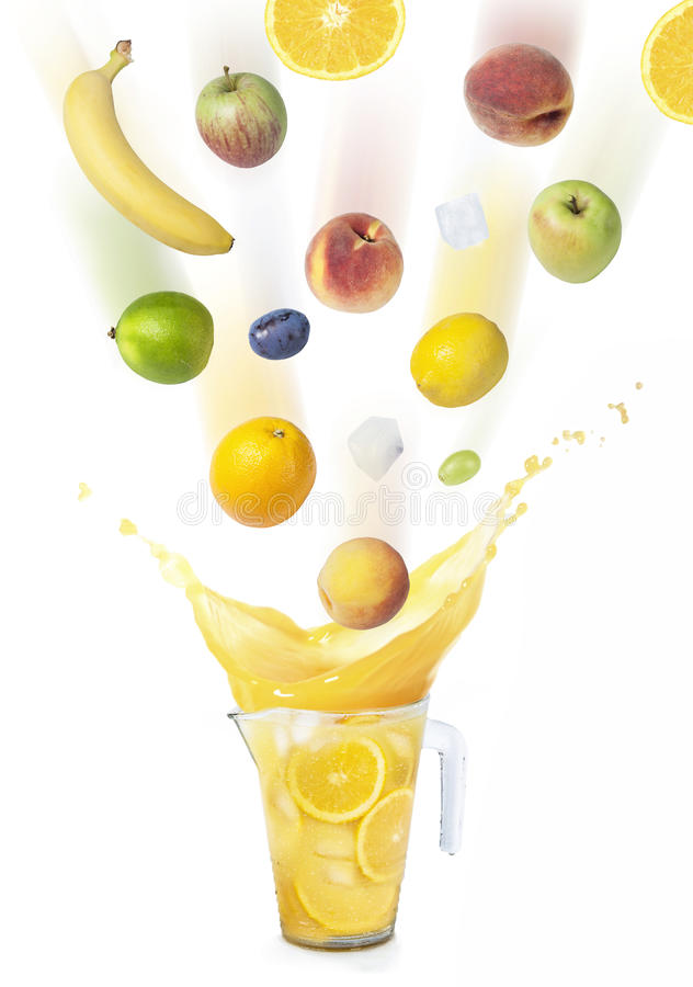 Soku pomarańczowego pluśnięcie z owoc deszczem obrazy stock