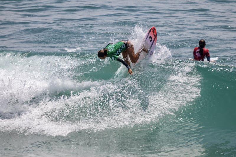 Sol Aguirre surfant dans l'US Open de fourgons de surfer 2019 photo stock