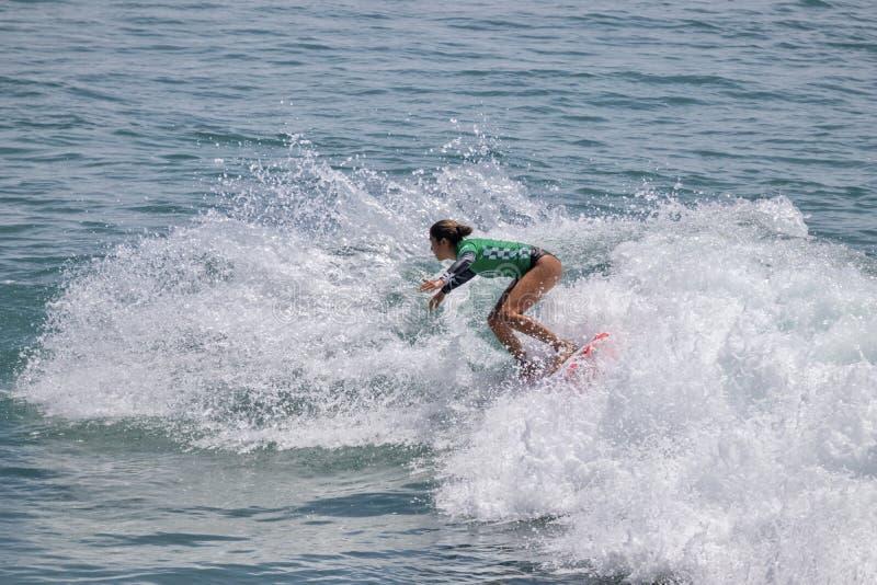 Sol Aguirre surfant dans l'US Open de fourgons de surfer 2019 photos libres de droits