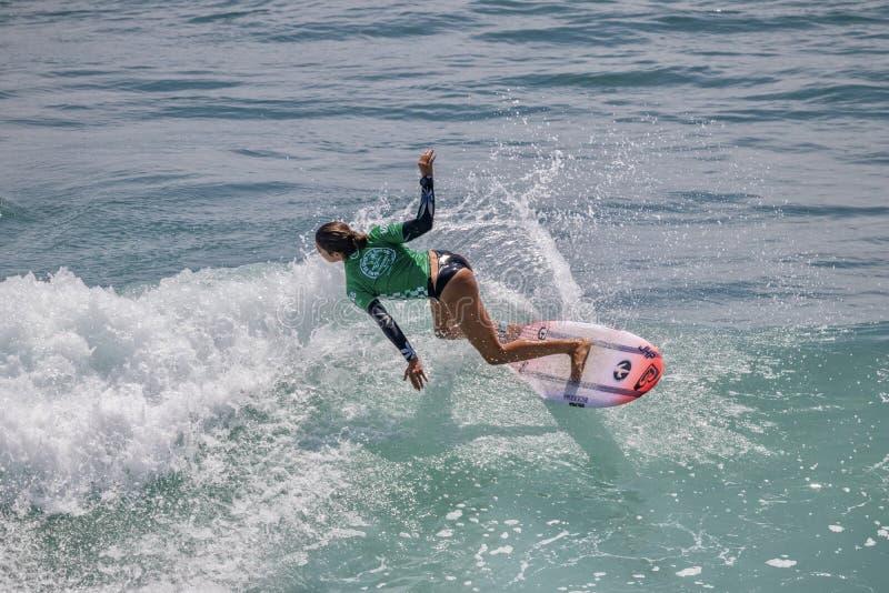 Sol Aguirre surfant dans l'US Open de fourgons de surfer 2019 photo libre de droits