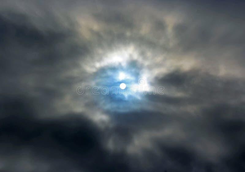 Sol azul cristalino en el cielo de la ensenada de La Jolla fotografía de archivo