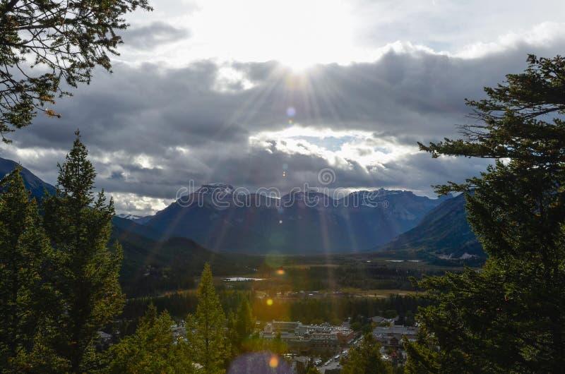 Sol, bosques y paisajes canadienses 5 foto de archivo