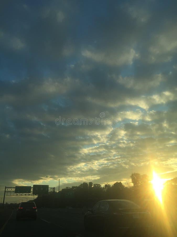 Sol brillante en la carretera imagen de archivo libre de regalías