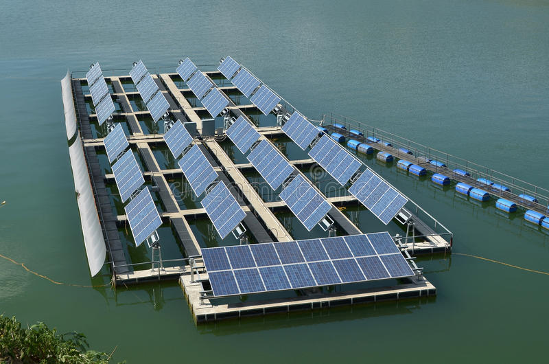Sol- celler för förnybara energikällor royaltyfria foton