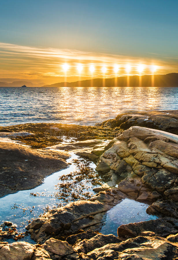 Sol da meia-noite perto de Alta, Noruega fotografia de stock royalty free