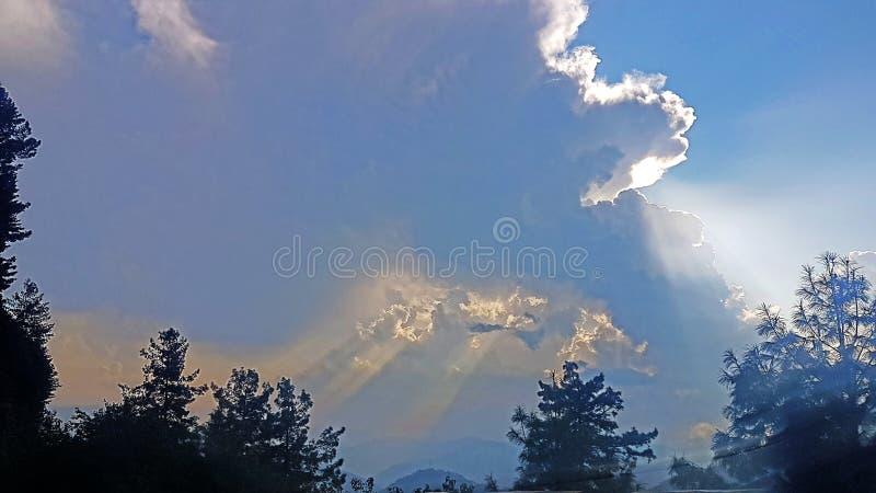 Sol da reunião das nuvens fotos de stock