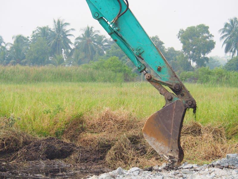Sol de creusement d'excavatrice de Makro pour ajuster le secteur Pour employer la construction images stock