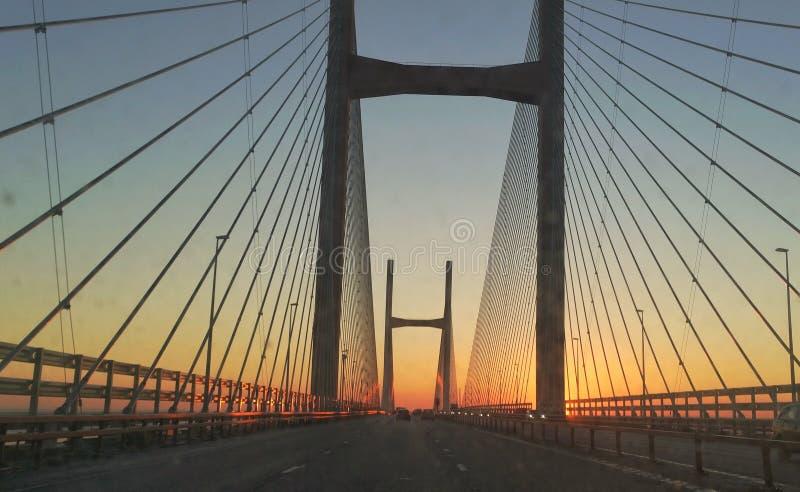 Sol del amanecer de la travesía de Severn fotografía de archivo