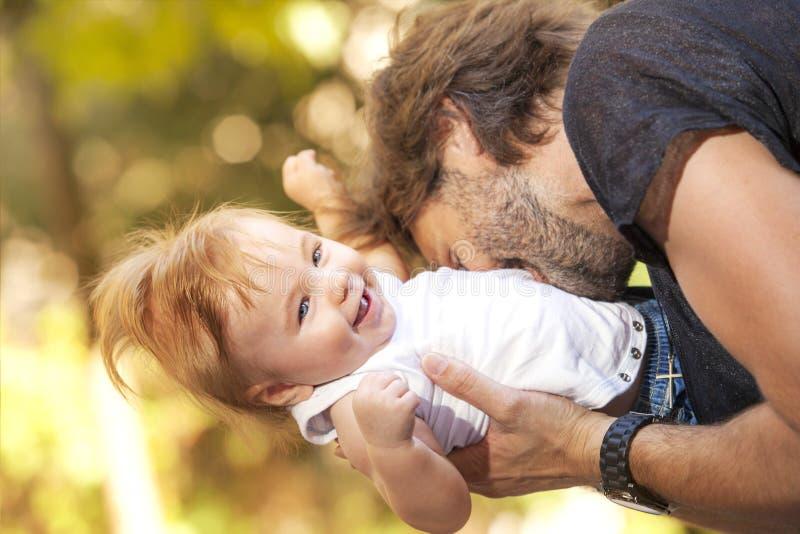 Sol del fother del bebé foto de archivo