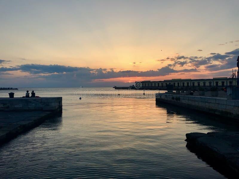 Sol del mar de la puesta del sol de Trieste Italia fotografía de archivo libre de regalías