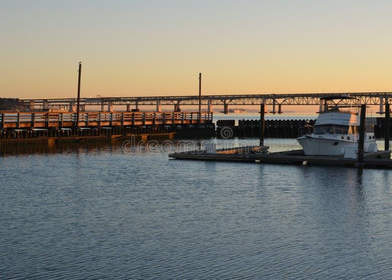 Sol do amanhecer no porto fotos de stock royalty free