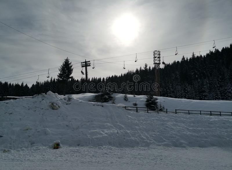 Sol do inverno atrás da nuvem imagens de stock
