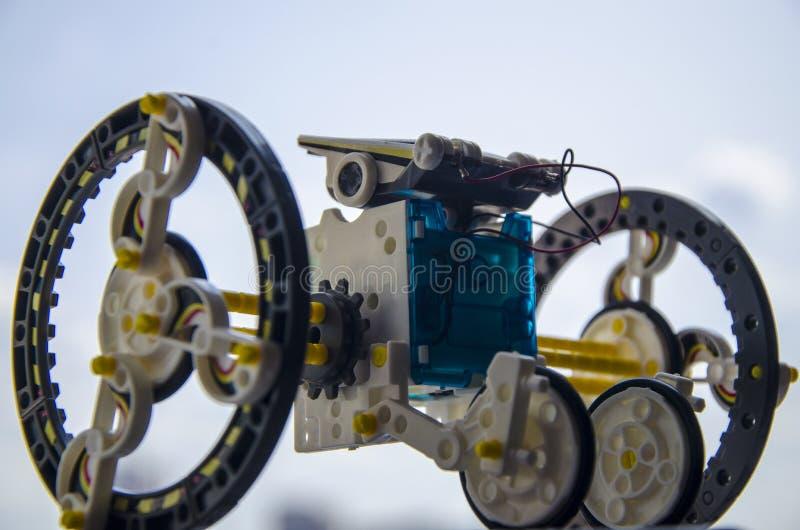 Sol--driven plast- robot, robotteknik l?ra som ?r modernt fotografering för bildbyråer