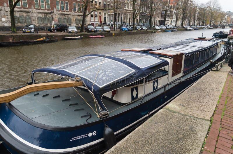 Sol- drivit fartyg royaltyfria foton