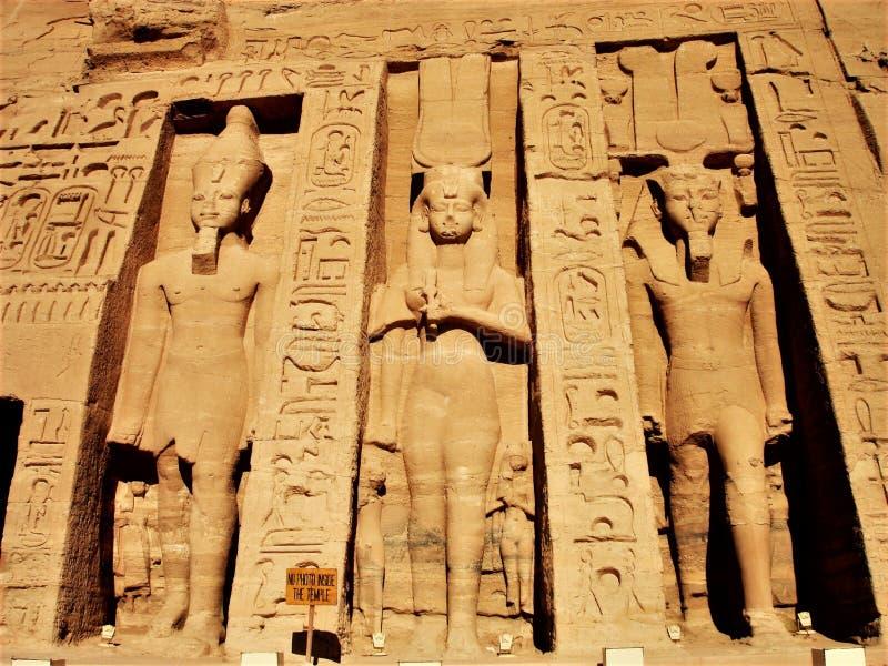 Sol Egipto de las estatuas de Abu Simbel Temple imagenes de archivo