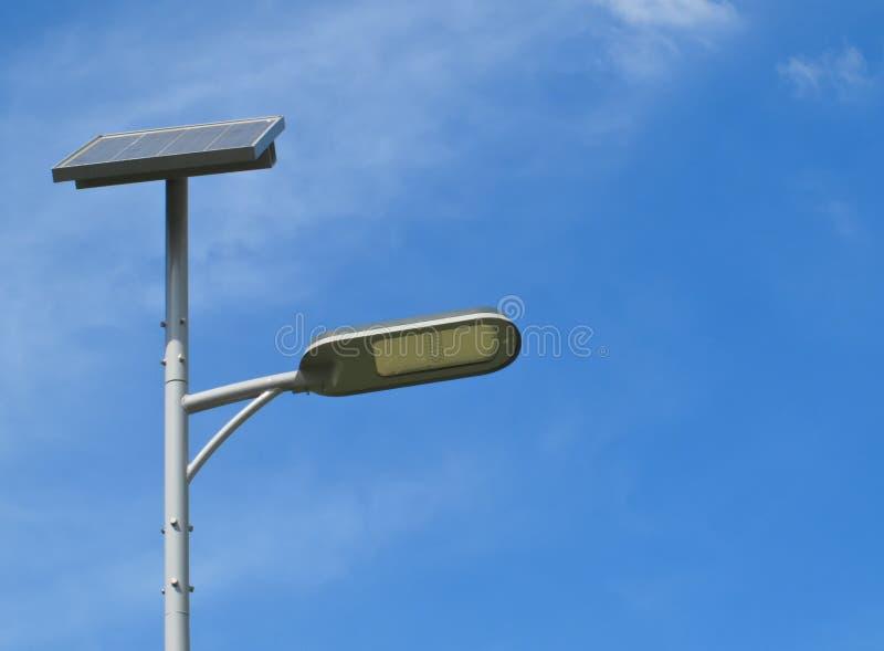 Sol- energigatalampa arkivbilder