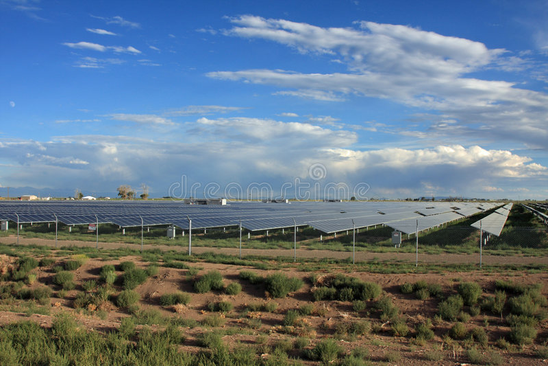 sol- energilantgård royaltyfria foton
