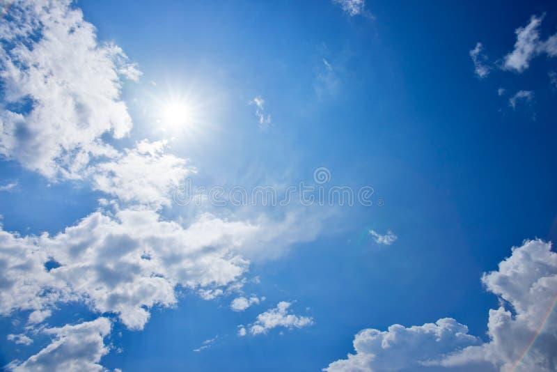 Sol i himlen arkivbilder