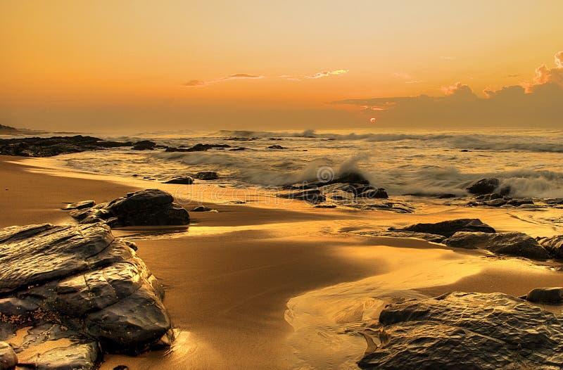 Sol naciente en rocas fotos de archivo libres de regalías
