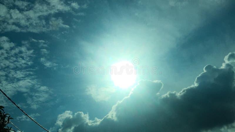 Sol nublado imagenes de archivo