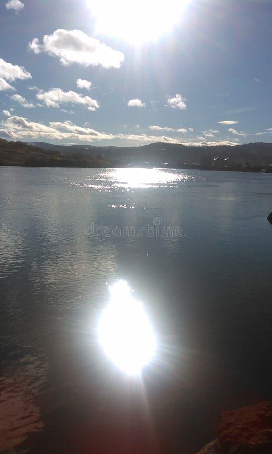 Sol och flod royaltyfri bild