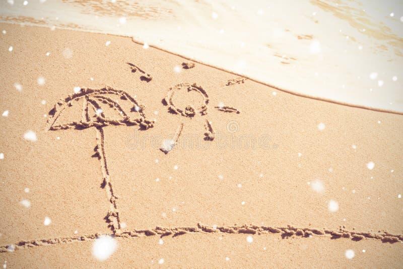 Sol och paraply som dras på sand royaltyfria foton