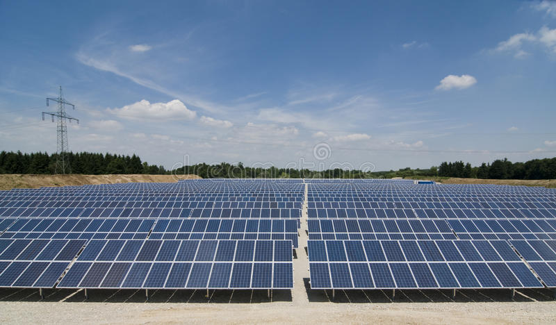 sol- panelpark arkivbilder