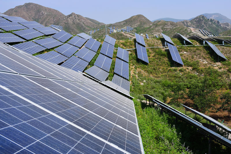 Sol- photovoltaic kraftgenerering royaltyfri fotografi