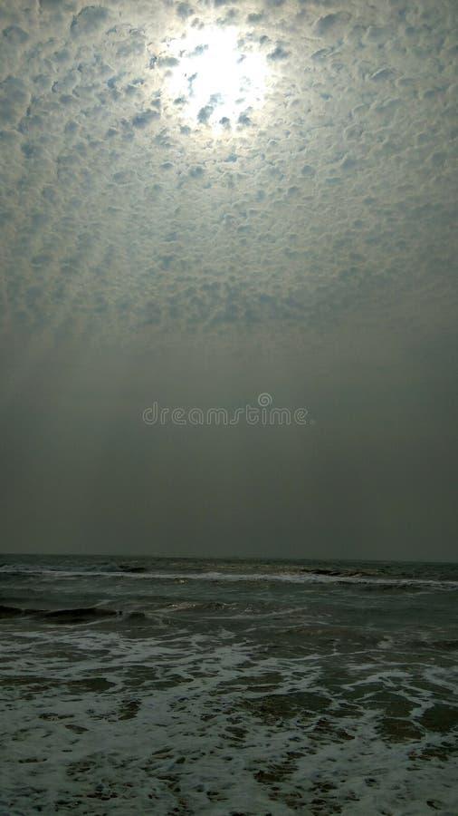 Sol precioso en nubes fotos de archivo libres de regalías