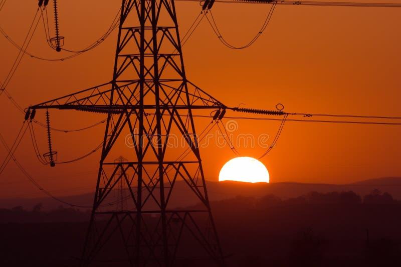 sol- pylon arkivfoton