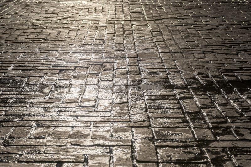 Sol reflector en la calle del guijarro como fondo imagen de archivo libre de regalías