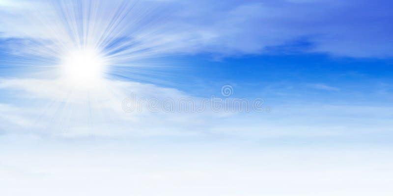 sol- sky arkivfoto