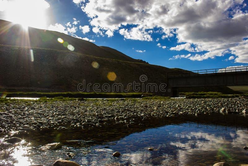 Sol sobre los llanos de Deosai en Skardu Paquistán imagen de archivo
