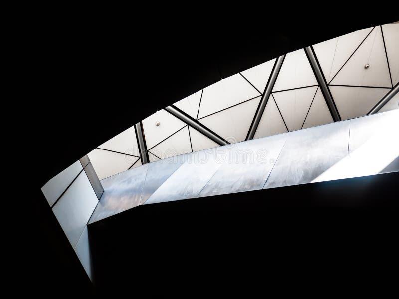 Sol som skiner ner på bottenvåningen arkivbild