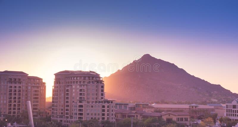 Sol som ställer in över Scottsdale, Arizona royaltyfri bild