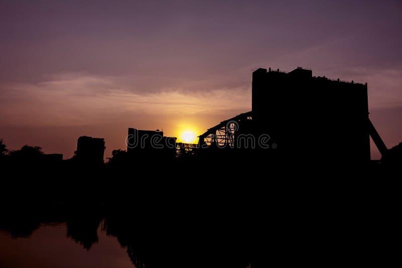 Sol som stiger över den Los Angeles staden arkivfoton