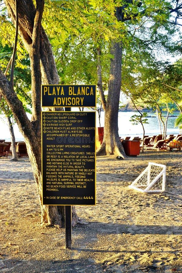 Sol som stiger över den Playa Blanca-stranden i Papagayo, Costa Rica arkivbilder