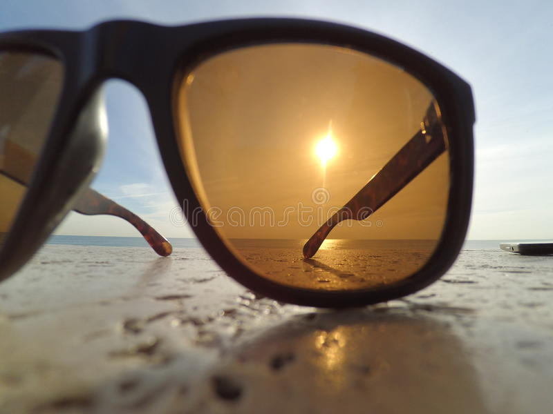 Sol till och med exponeringsglasexponeringsglas royaltyfria foton