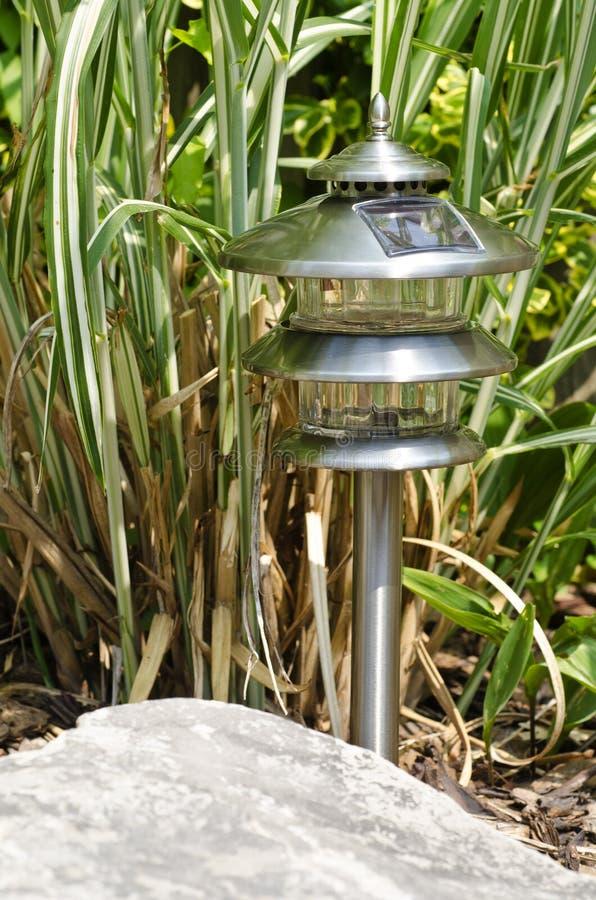sol- trädgårds- lampa 4 arkivfoto