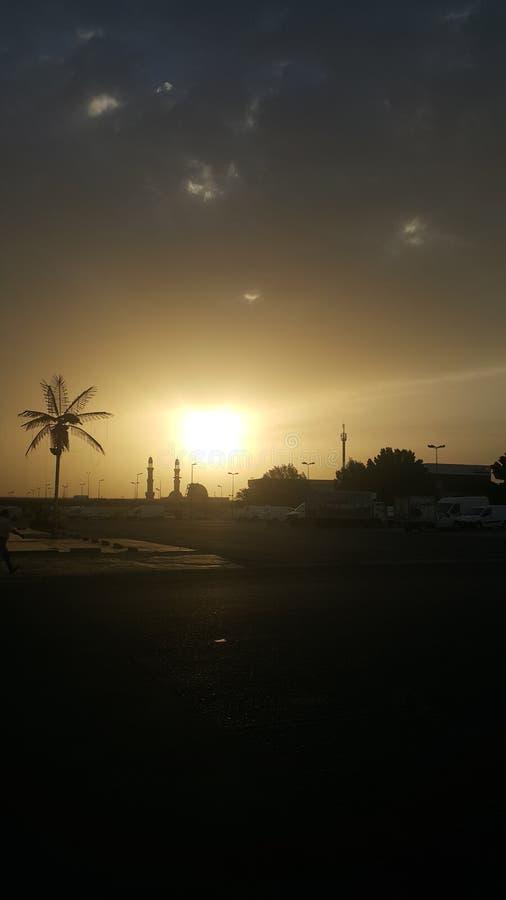 Sol upp sollöneförhöjning royaltyfria foton