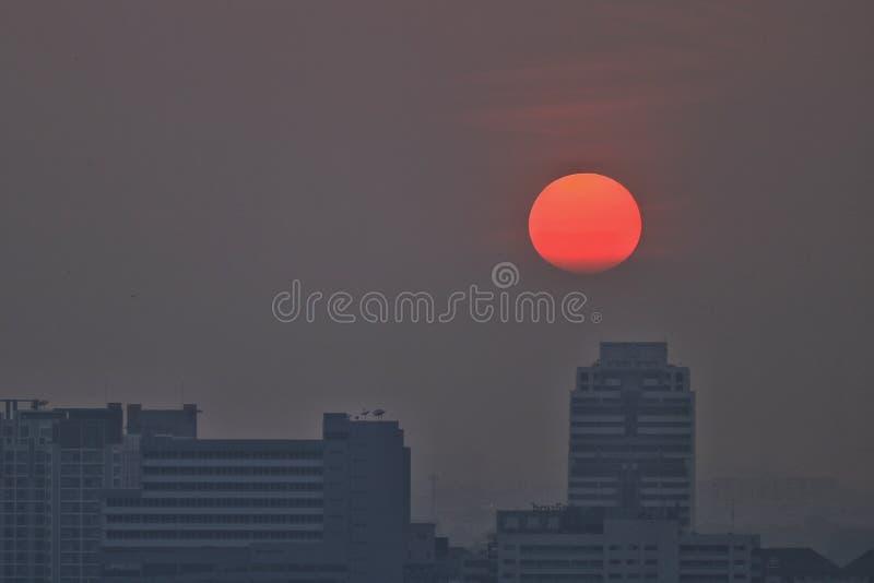 Sol vermelho foto de stock