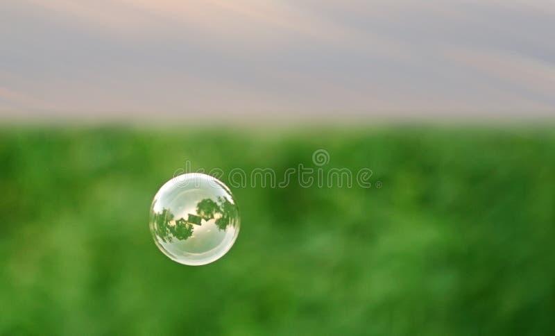 Sola burbuja de jabón fotografía de archivo